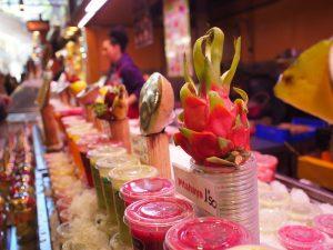 smoothie tropical dans le marché fruit du dragon